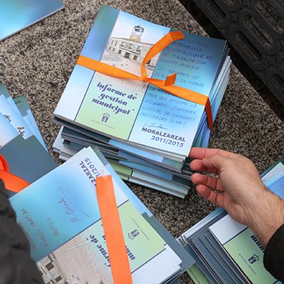 Panfletos editados por el Ayuntamiento de Moralzarzal y pagados por los vecinos