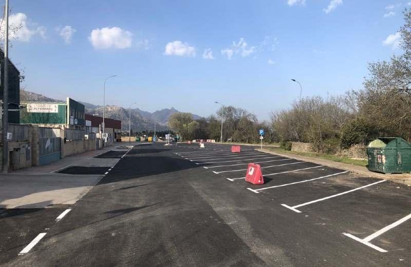 Imagen de una calle recién asfaltada